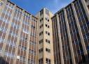 La struttura sanitaria ha una responsabilità di natura contrattuale nei confronti del paziente e risponde anche per l'inadempimento dei suoi ausiliari ?
